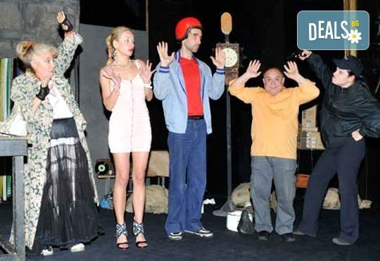 Гледайте комедията ''Да утепаме бабето'' на 11.04. от 19 ч. в Театър Открита сцена Сълза и Смях - 1 билет! - Снимка 4