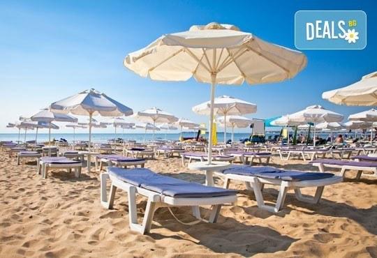 Морска ваканция в Обзор! 1 нощувка и закуска за двама или четирима, безплатно за дете до 3 г. в семеен хотел Джемелли - Снимка 6