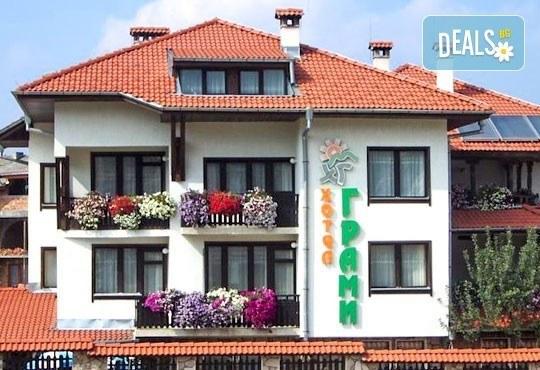 Почивка в семеен хотел Грами 3*, Банско! 1 нощувка в двойна стая или апартамент, изхранване по избор, безплатно за дете до 6,99 г. - Снимка 1
