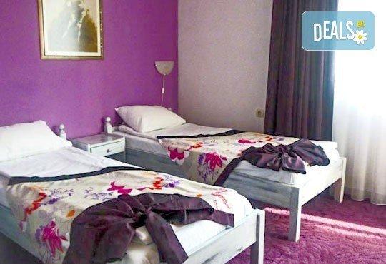 Почивка в семеен хотел Грами 3*, Банско! 1 нощувка в двойна стая или апартамент, изхранване по избор, безплатно за дете до 6,99 г. - Снимка 11