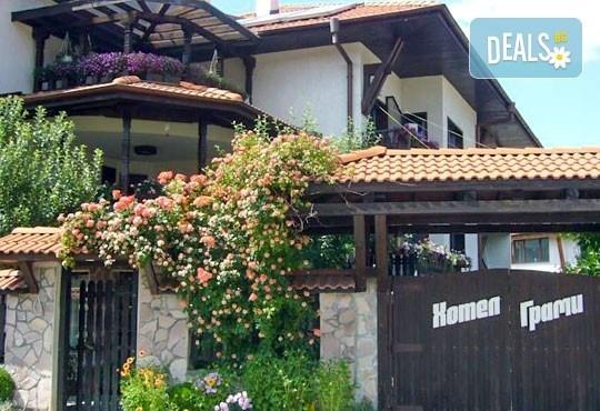 Почивка в семеен хотел Грами 3*, Банско! 1 нощувка в двойна стая или апартамент, изхранване по избор, безплатно за дете до 6,99 г. - Снимка 2