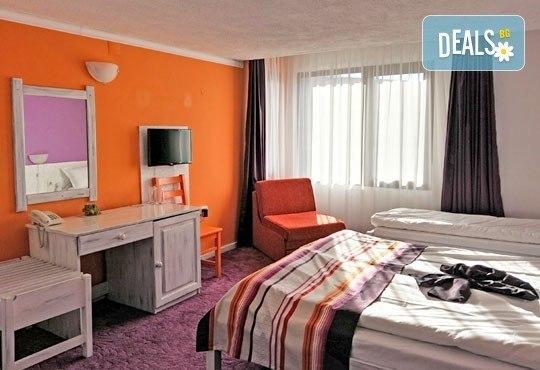 Почивка в семеен хотел Грами 3*, Банско! 1 нощувка в двойна стая или апартамент, изхранване по избор, безплатно за дете до 6,99 г. - Снимка 6
