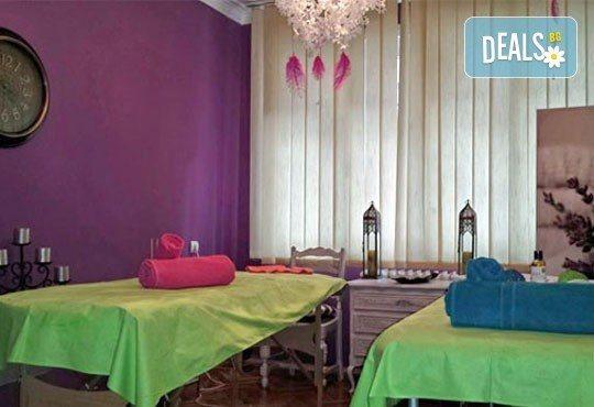 60-минутен DUO Blissмасаж за двойки, с масла от шоколад или ягоди и шампанско от Wellness Center Ganesha Club! - Снимка 4