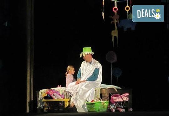Два билета на цената на един за Любопитното слонче на 11.04. от 19ч, камерна сцена, театър Сълза и Смях - Снимка 1