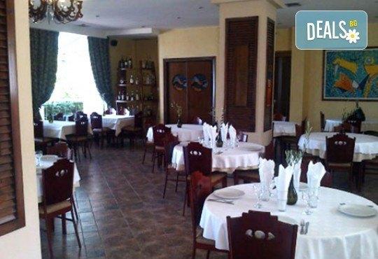 Майски празници в Гърция! 3 нощувки със закуски и вечери в Острия 3*, транспорт и водач от Молина Травел! - Снимка 5