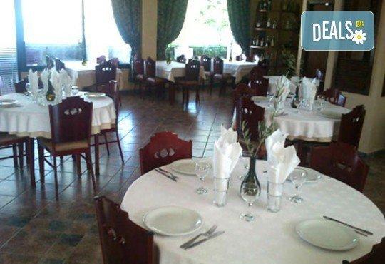 Майски празници в Гърция! 3 нощувки със закуски и вечери в Острия 3*, транспорт и водач от Молина Травел! - Снимка 9