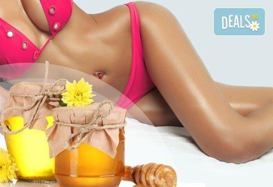 Оформете красива фигура без усилие! Антицелулитен масаж с мед с една или три процедури по избор в салон за красота Sassy! - Снимка 1