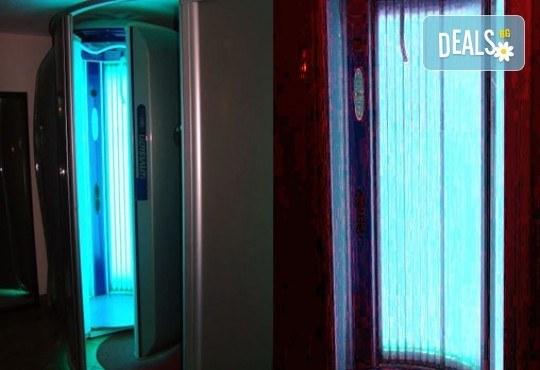 Неустоим тен с карта за 30 или 60 минути вертикален турбо солариум в Салон за красота Maxima, Пловдив! - Снимка 3