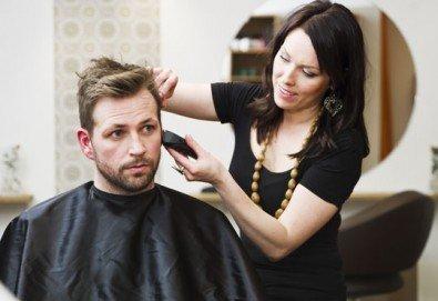 Оферта само за господа! Мъжко подстригване, измиване и стайлинг от стилист Люси в салон Солей!