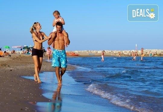 На море в Албания през май или юни! 7 нощувки със закуски и вечери в Hotel Dollari 3* или Hotel Elba 4* в Дуръс, транспорт! - Снимка 1