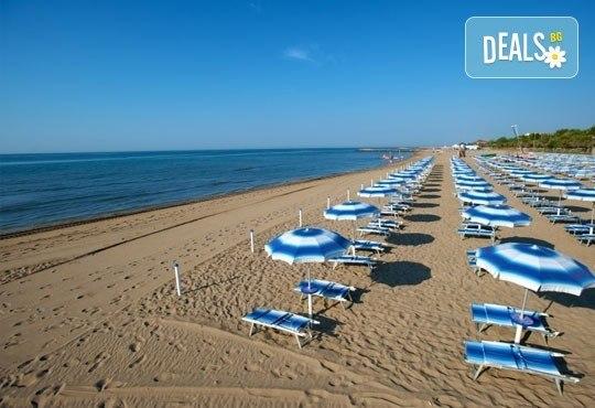 На море в Албания през май или юни! 7 нощувки със закуски и вечери в Hotel Dollari 3* или Hotel Elba 4* в Дуръс, транспорт! - Снимка 2