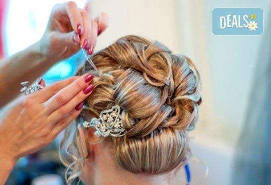 Вашата мечтана визия! Пробна прическа и абитуриентска прическа при стилист на Салон за красота Blush Beauty! - Снимка 1