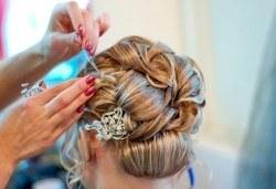 Пробна прическа и абитуриентска прическа при стилист на салон за красота Blush Beauty