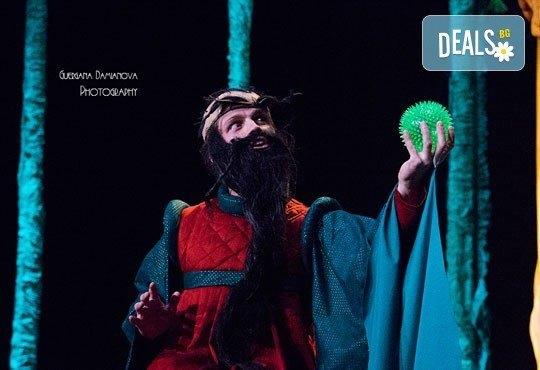 Каним Ви смешна и забавна Приказка за Рицаря без кон- в Младежки театър на 10.04. неделя, от 11ч, билет за двама - Снимка 4