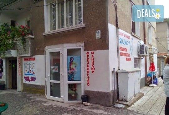 Време е за промяна! Подстригване, масажно измиване и оформяне на прическа със сешоар Салон Studio V, Пловдив - Снимка 3