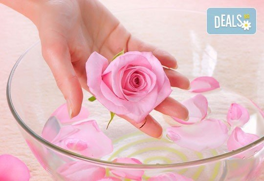 За красиви ръце! Маникюр с Роза Дамасцена и гел лак SNB от Point nails! - Снимка 1