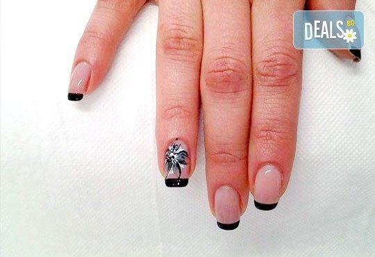 За красиви ръце! Маникюр с Роза Дамасцена и гел лак SNB от Point nails! - Снимка 6