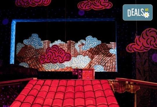Гледайте с децата! Карлсон, който живее на покрива в Младежки театър на 17.04, неделя, от 11ч, билет за двама - Снимка 3