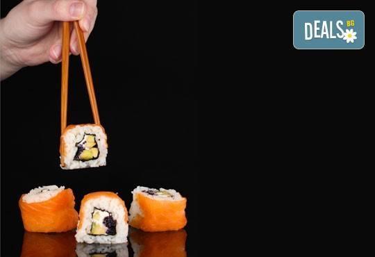 Вълшебен суши вкус! Филаделфия сет - 86 хапки със сьомга, сурими, японска ряпа, авокадо - Club Gramophone - Sushi Zone! - Снимка 1