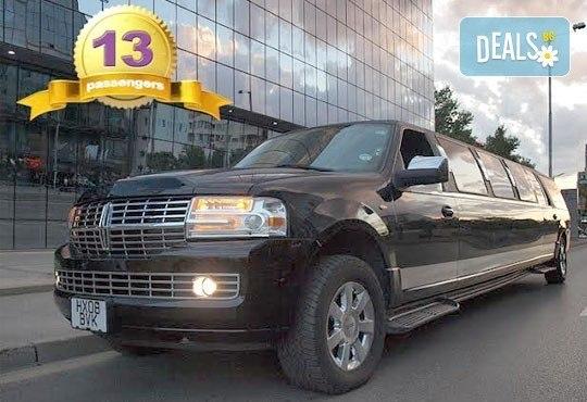 Лукс! Едночасова разходка на цялата компания с холивудска стреч-лимузина от Vivaldi Limousines и San Diego Limousines - Снимка 5
