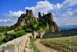 За 1 ден до Белоградчишки скали и пeщерата Магурата: транспорт и водач