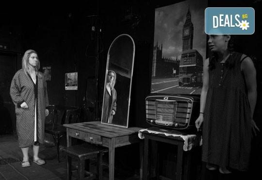 """Гледайте """"10 в Лондон, постановка на Малин Кръстев в Младежки театър, камерна сцена, на 13.04 от 19ч, един билет! - Снимка 8"""