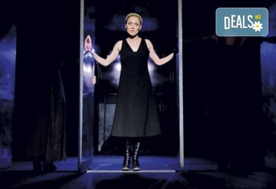 """Tри великолепни актриси в """"Nordost - приказка за разрушението""""! Младежки театър, камерна сцена, 22.04. от 19ч.! - Снимка 3"""