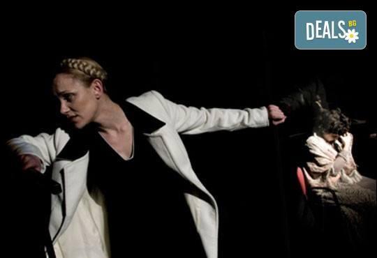 """Tри великолепни актриси в """"Nordost - приказка за разрушението""""! Младежки театър, камерна сцена, 22.04. от 19ч.! - Снимка 4"""