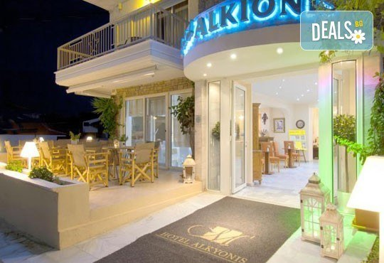 През юни или септември в Alkionis Hotel 2*, Халкидики, Гърция! 3 или 5 нощувки със закуски и вечери, безплатно за дете до 2г.! - Снимка 2