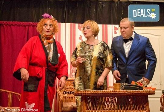 Любими актьори в щурата комедия Луда нощ по френски, на 08.05. от 19ч, в Театър Сълза и Смях! билет за един - Снимка 1