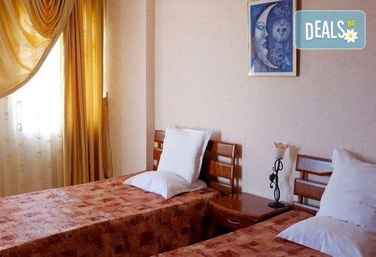 Цяло лято в Приморско! 1 нощувка на база All inclusive в хотел Свети Стефан 2*, безплатно за дете до 1.99 г. - Снимка 4