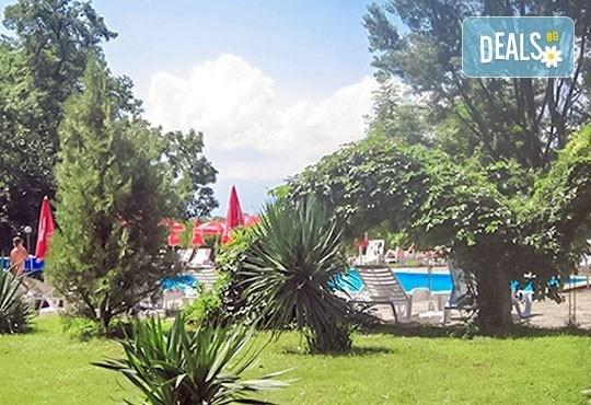 Почивка със семейството! Нощувка със закуска и ползване на открит басейн, детски кът, фитнес в Комплекс Фазанария до Пазарджик - Снимка 12