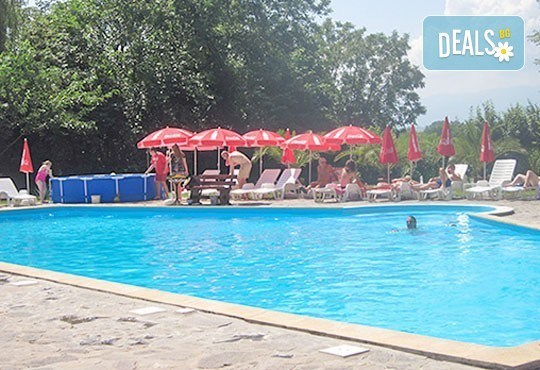 Почивка със семейството! Нощувка със закуска и ползване на открит басейн, детски кът, фитнес в Комплекс Фазанария до Пазарджик - Снимка 10