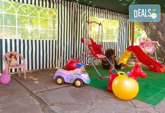 Почивка със семейството! Нощувка със закуска и ползване на открит басейн, детски кът, фитнес в Комплекс Фазанария до Пазарджик - Снимка 5
