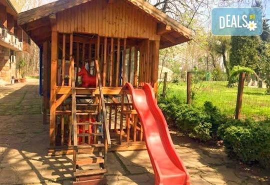 Почивка със семейството! Нощувка със закуска и ползване на открит басейн, детски кът, фитнес в Комплекс Фазанария до Пазарджик - Снимка 2