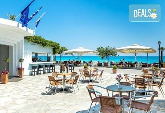 Почивка през май в Гърция! Почивка в Dolphin Beach Hotel 3*, Халкидики - 6 дни, 5 нощувки със закуски и вечери, транспорт, от Теско Груп! - Снимка 6