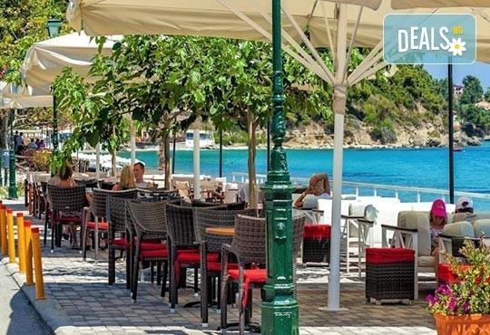 Почивка през май в Гърция! Почивка в Dolphin Beach Hotel 3*, Халкидики - 6 дни, 5 нощувки със закуски и вечери, транспорт, от Теско Груп! - Снимка 9