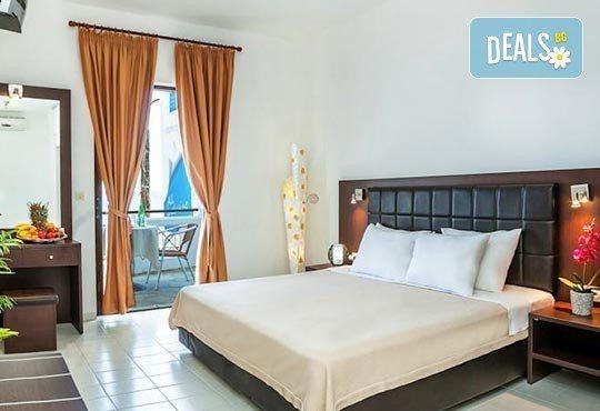 Почивка през май в Гърция! Почивка в Dolphin Beach Hotel 3*, Халкидики - 6 дни, 5 нощувки със закуски и вечери, транспорт, от Теско Груп! - Снимка 3