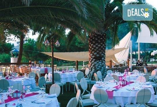 През май почивайте в Alexandra Beach Spa Resort 4* на o. Tасос, Гърция! 3/5 нощувки със закуски и вечери, безплатно за дете до 12.99г. - Снимка 12