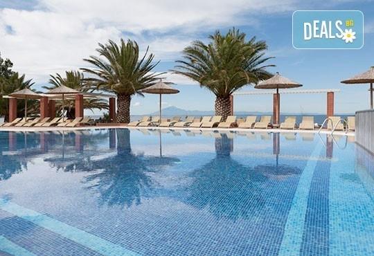 През май почивайте в Alexandra Beach Spa Resort 4* на o. Tасос, Гърция! 3/5 нощувки със закуски и вечери, безплатно за дете до 12.99г. - Снимка 2