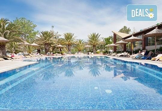 През май почивайте в Alexandra Beach Spa Resort 4* на o. Tасос, Гърция! 3/5 нощувки със закуски и вечери, безплатно за дете до 12.99г. - Снимка 1