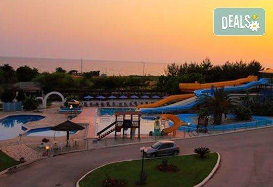 Почивка през лятото на Йонийското крайбрежие в Гърция! 5 нощувки, закуски и вечери в Kanali Beach Hotel 3* и транспорт - Снимка 10