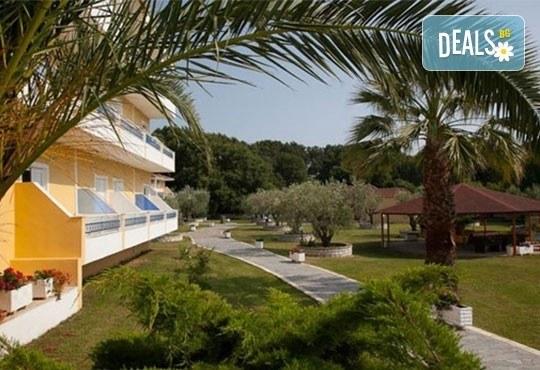Почивка през лятото на Йонийското крайбрежие в Гърция! 5 нощувки, закуски и вечери в Kanali Beach Hotel 3* и транспорт - Снимка 9