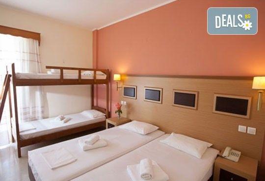 Почивка през лятото на Йонийското крайбрежие в Гърция! 5 нощувки, закуски и вечери в Kanali Beach Hotel 3* и транспорт - Снимка 4