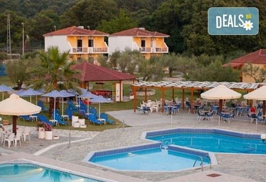 Почивка през лятото на Йонийското крайбрежие в Гърция! 5 нощувки, закуски и вечери в Kanali Beach Hotel 3* и транспорт - Снимка 7
