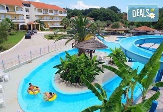 Почивка през лятото на Йонийското крайбрежие в Гърция! 5 нощувки, закуски и вечери в Kanali Beach Hotel 3* и транспорт - Снимка 1