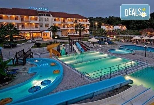 Почивка през лятото на Йонийското крайбрежие в Гърция! 5 нощувки, закуски и вечери в Kanali Beach Hotel 3* и транспорт - Снимка 2
