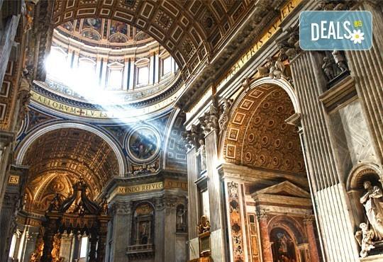На разходка и шопинг в Рим през май! 4 дни, 3 нощувки със закуски в хотел 3*, самолетен билет и летищни такси, от Лале Тур! - Снимка 5