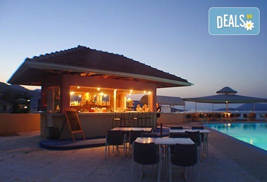 Почивка в период по избор на о. Лефкада, Гърция! 5 нощувки със закуски в Sunrise Hotel 3* и транспорт! - Снимка 7