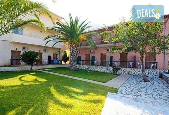 Почивка в период по избор на о. Лефкада, Гърция! 5 нощувки със закуски в Sunrise Hotel 3* и транспорт! - Снимка 2